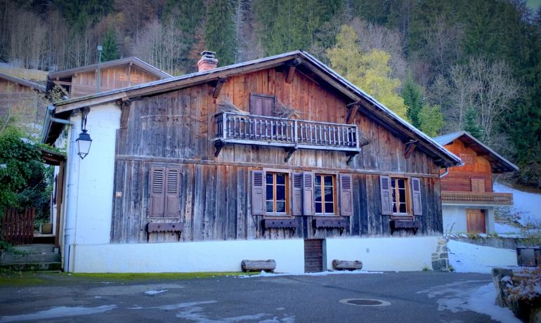Unique ski in ski out farm alpine to renovate in Morzine